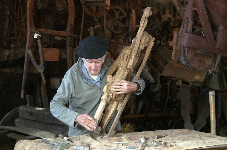 Joxe Ulibarrena eskultore eta etnografoa hil da, 96 urterekin